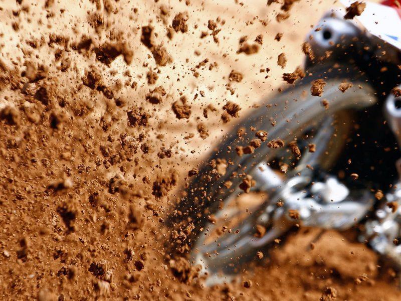 Comment vérifier la pression des pneus moto ?